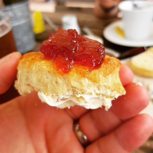 OK, argument sorted - THIS is the wrong way to do a scone. #creamtea #devon #cornwall #unitedagainstacommonenemy #judeanpeoplesfront