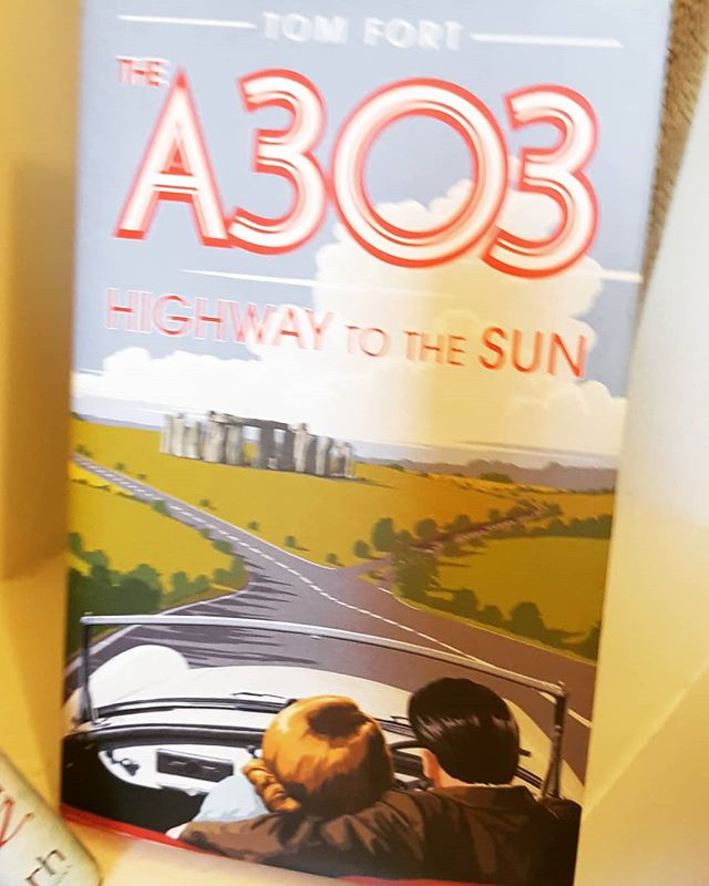 15 years here, and I'm still constantly amused by what the English do. #the romanticmeanderoftheA303 #howmanyroads #getyourmotorrunnin #bogliterature